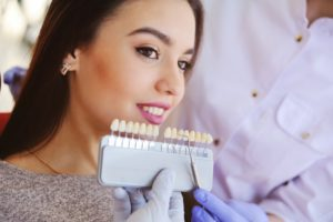 woman smiling posing with porcelain veneers